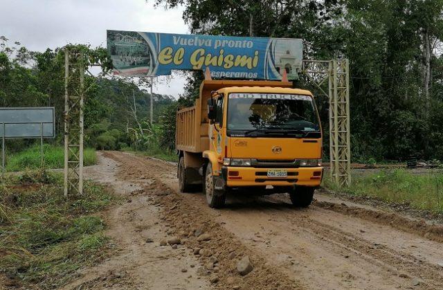 La maquinaria y personal del Frente de Trabajos B, apertura y lastra cuatro ramales en la parroquia Pachicutza