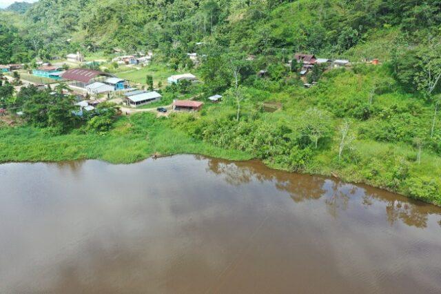 Se encuentra situado a 10 minutos de la cabecera parroquial de Nuevo Quito. La longitud de la laguna es de 78.50 metros.