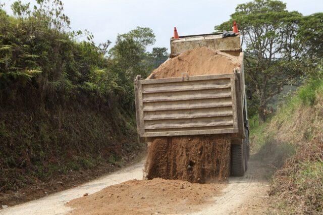 La vía tiene una longitud de 50 kilómetros y al momento se encuentra con el 70% de avance.