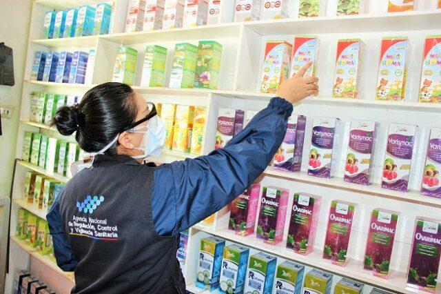 Las acciones se ejecutan para verificar principalmente que los productos tales como medicamentos, alimentos procesados