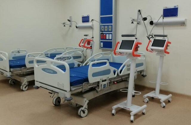 Las camas UCI están siendo instaladas en el Hospital de Yantzaza.